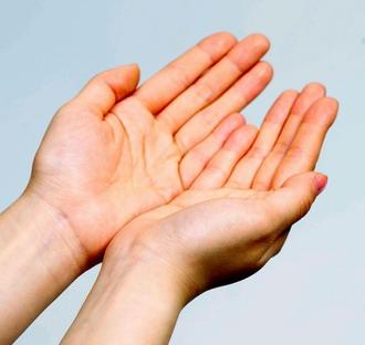 vörös foltok a bal kéz tenyerén